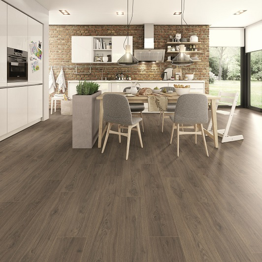 Due to its special moisture protection features, wood effect laminate flooring is also suitable for kitchens and bathrooms. Photo Egger