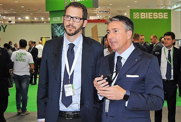 Right, Federico Broccoli/ Division Director Wood, Sales & Branch Division Director and Stefano Calestani/Service Innovation Director. Photo Datalignum.