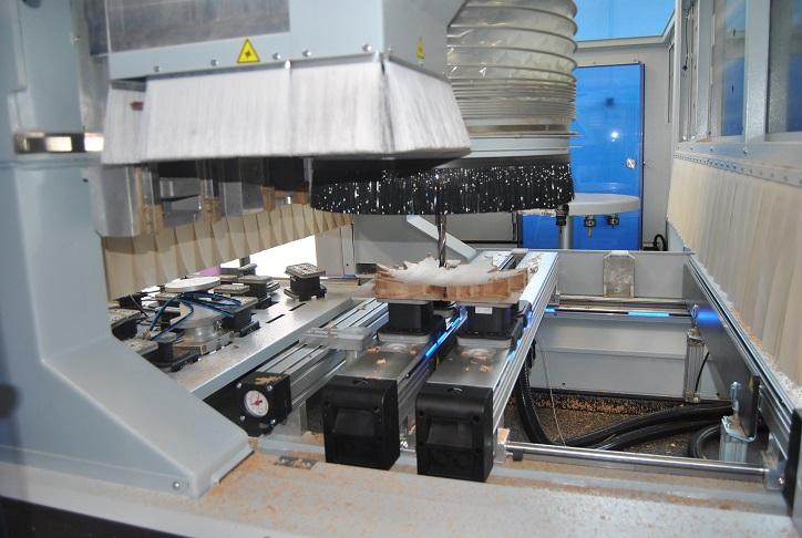 The CNC processing Center Week, Model 115L in production. Photo Datalignum