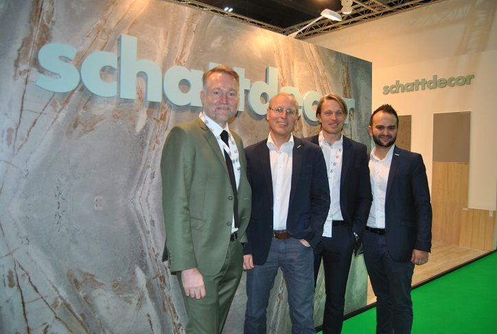 Schattdecor at Dubai WoodShow 2018. From left: Sebastian Hunathey, Andreas Bruckbauer, Andreas Bachmeier and Sel�uk Űlger. Photo Datalignum.