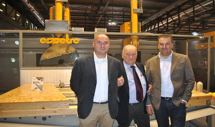 At the center, Gianni Sella founder of the company with his sons. On the left, Andrea and Nicola. Photo Datalignum