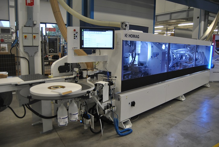 The Homag Edgeteq S-380 profiLine, single sided edge-banding for joint trimming, banding and processing of different edge material. Photo Datalignum