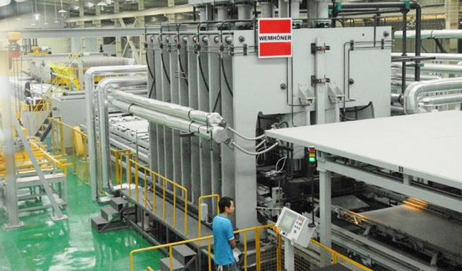 The Wemh�ner press, for the production of MFC panels (brand Kapok), installed in the Yaodonghua industry of Lishui, Foshan Region in China.