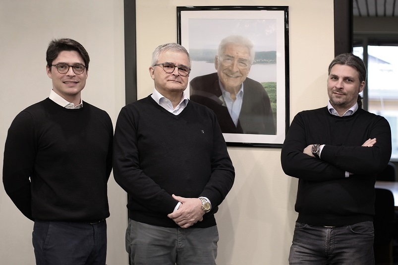 Marco Santori and his sons, Luca and Carlo (right). On the wall, the picture of the late Antonio Santori, founder of Sesa in 1950.